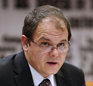 El secretario de Estado de Economía informa en el Senado del proyecto de ley sobre las cuentas generales del Estado para 2008. (Foto: EFE)
