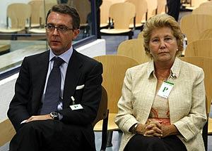 Camacho y Pilar Giménez Reyna, ex presidenta de Gescartera, al comienzo del juicio. (Foto: EL MUNDO)