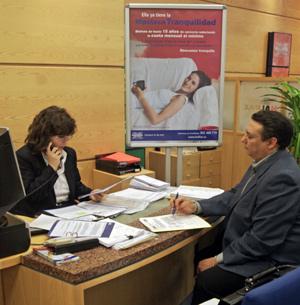 Contratación de una hipoteca. (Foto: Carlos Alba)