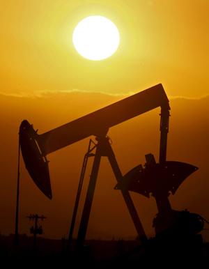 El barril Texas acechaba desde hace meses la cota de los tres dígitos. (Foto: EFE)