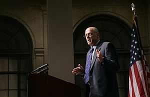 El secretario del Tesoro, Henry Paulson, pidió que el paquete de medidas del Gobierno de EEUU estuviese acompañado por un fuerte recorte en los tipos de interés. (Foto: AP)