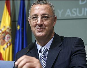 Jesús Caldera, ministro de Trabajo y Asuntos Sociales. (Foto: EFE)