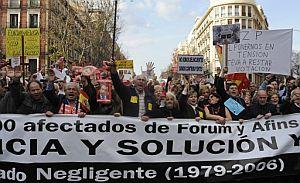 Concentración en Madrid de los afectados de Fórum y Afinsa. (Foto: EFE)
