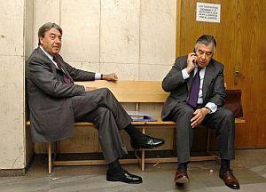 Alberto Cortina (izda) y Alberto Alcocer en un juzgado de Madrid. (Foto: EFE)