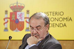 Pedro Solbes, vicepresidente económico, en la rueda de prensa de presentación de las Cuentas Públicas de 2007. (Foto: EFE)