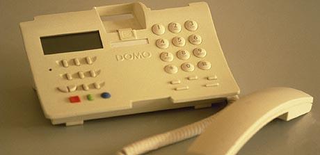 Un teléfono Domo de la compañía, que permite la identificación de llamadas.