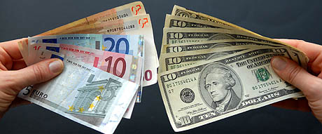 El euro continúa con su inusitada fortaleza frente al dólar. (Foto: AFP)