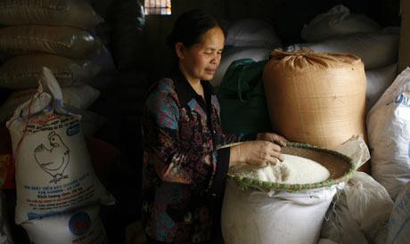 Pequeño comercio en Voi, pueblo situado a 20 kilómetros al sur de Hanoi. (Foto: REUTERS)