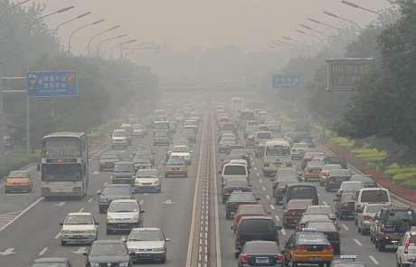 El tráfico en las grandes ciudades chinas, como Beijing (Pekín), se ha multiplicado en los últimos años. (Foto: AFP)