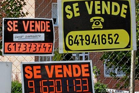 Aglomeración de carteles de Venta y Alquiler. (Foto: Diego Sinova)