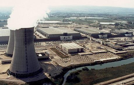 Los españoles prefieren que las centrales nucleares estén en Francia, como esta de Saint-Paul-les-Trois-Chateau. (Foto: AFP)