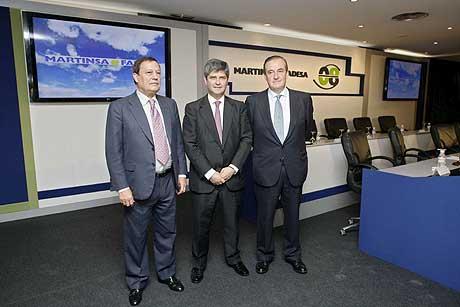 De izquierda a derecha, Antonio Martín (vicepresidente de Fadesa), Fernando Martín y Carlos Vela. (Foto: EFE)