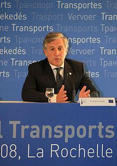 El comisario de Transportes de la Unión Europea, Antonio Tajani, (Foto: EFE)