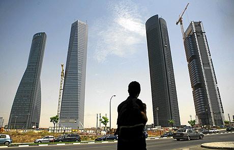 Torre Sacyr Vallehermoso, tercera por la izquierda, en Madrid. (A. M. Xoubanova)