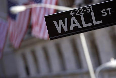 Un cartel de Wall Street, la calle donde se encuentra la Bolsa de Nueva York. (Foto: AP)