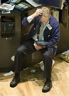 Un analista sigue la cotización de la jornada en la Bolsa de Nueva York. (Foto: AP)