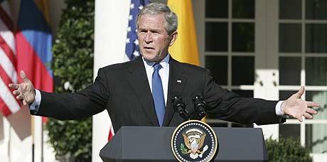 Bush defiende ahora la intervención en el mercado 'sólo cuando es necesario'. (Foto: AP)