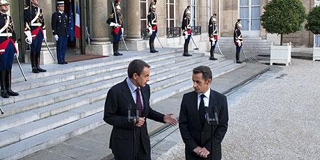 Zapatero y Sarkozy, tras su reunión en el Palacio del Elíseo. (Foto: REUTERS)