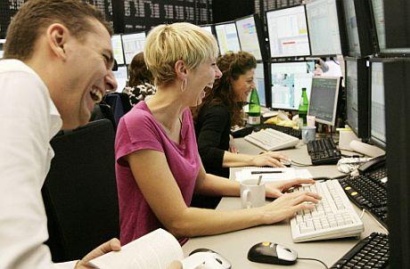 Operadores de la Bolsa de Francfort esta mañana. (Foto: AFP)