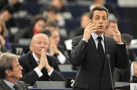 El presidente francés excluyó a España de las cumbres internacionales en un primer momento, aunque luego apoyó su participación. (Foto: AFP)