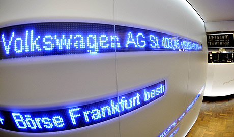 Cotización de Volkswagen durante la sesión de la Bolsa de Fráncfort. (Foto: AP)