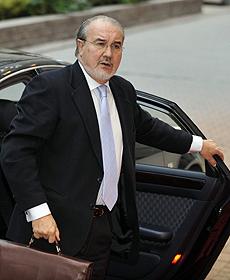 Solbes, a su llegada a la reunión del Ecofin. (Foto: EFE)