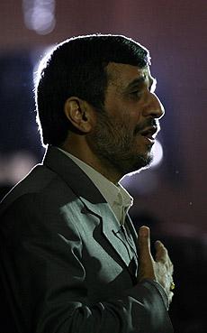 Mahmoud Ahmadinejad, presidente de Irán durante el Foro de los líderes de Asia en Tehran, el 19 de noviembre. (Foto: AP)