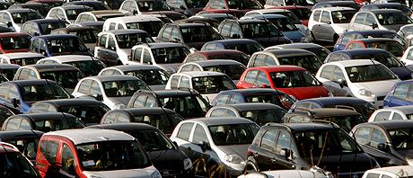 La producción de coches ha sido el sector con la mayor caída. (Foto: EFE)
