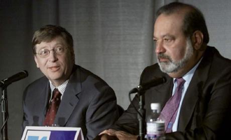 Bill Gates (izda.), elegido como el hombre más rico del mundo según Forbes, seguido de Carlos Slim, e número dos (dcha.) (FOTO: AP)