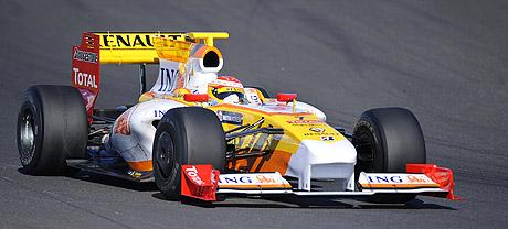 Fernando Alonso conduciendo durante un entrenamiento el pasado 13 de febrero.|AFP