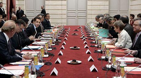 Nicolas Sarkozy, reunido con la patronal y el sindicalismo francés.   AFP