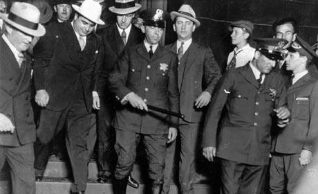 Al Capone saliendo del Edificio Federal en Chicago después del juicio. | AP
