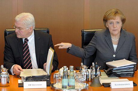 La canciller alemana, Angela Merkel, y su ministro de Exteriores, Frank-Walter Steinmeier. | Efe