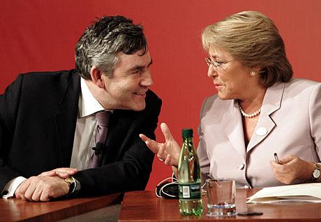 Gordon Brown y Michelle Bachelet, durante el encuentro. | Ap