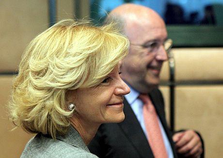 La vicepresidenta segunda, Elena Salgado, y el comisario europeo de Asuntos Económicos, Joaquín Almunia. | Efe
