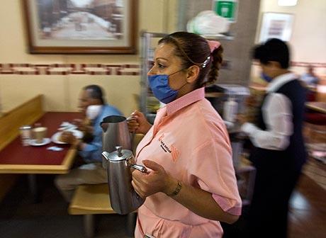 Este miércoles, los restaurantes de México DF han reabierto sus puertas con fuertes medidas de higiene. | AFP