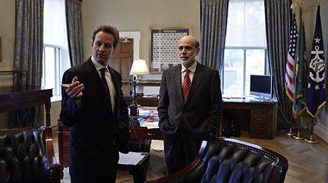 El secretario del Tesoro, Tim Geithner, y el presidente de la Fed, Ben Bernanke. | AP