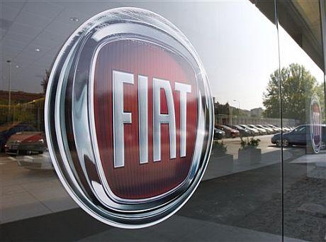 Un logo de Fiat en un concesionario de Milán. | AP