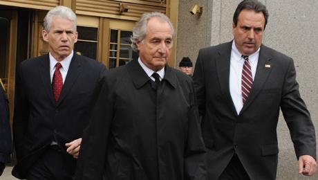 En el centro, Bernard Madoff. | AP