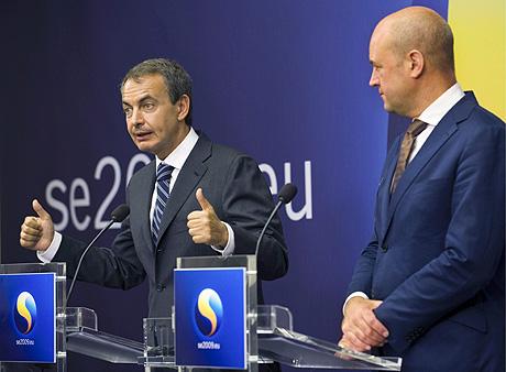 Zapatero y su homólogo sueco, Fredrik Reinfeldt, en Estocolmo, donde prepara la presidencia española de la UE. | Efe