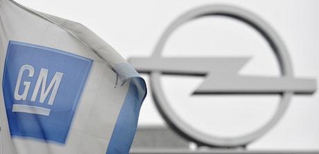 Detalle del logotipo de Opel en una planta de Bochum. | AFP