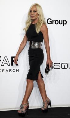 La diseñadora italiana Donatella Versace. | Reuters