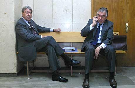 Los empresarios, en el juzgado donde acudieron a declarar por el Caso Urbanor.   D. Sinova
