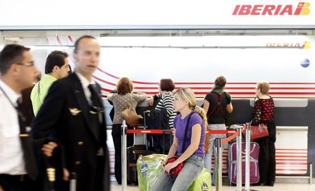 Las cancelaciones de vuelos han afectado a cientos de pasajeros.   Carlos Alba