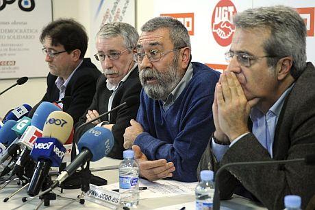 Los secretarios generales de CCOO y UGT, Ignacio Fernández Toxo (2i) y Cándido Méndez (2d). | Efe