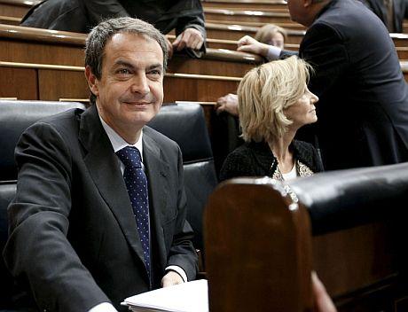 El presidente del Gobierno, José Luis Rodríguez Zapatero, junto a la vicepresidenta segunda, Elena Salgado.   Efe