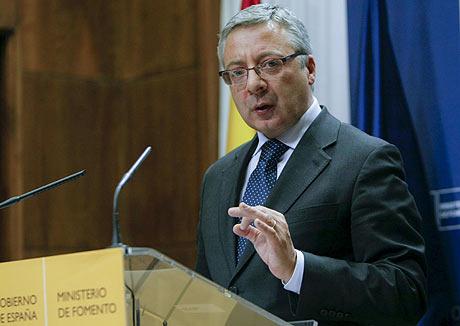El ministro de Fomento, en rueda de prensa tras el cierre de Air Comet. | Efe