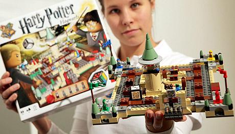 En Año El CrisisElmundo La Pega Lego 'estirón' De es Peor A4RLq35j