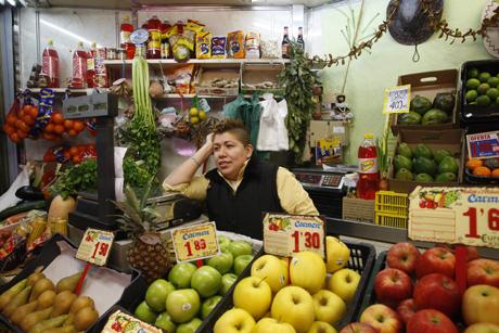 Los productos básicos de alimentación no sufrirán subida del IVA.   Sergio González