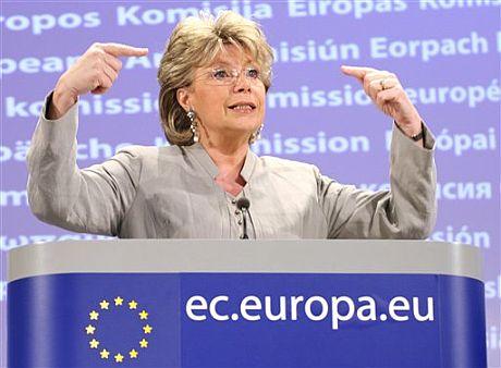 La vicepresidenta y comisaria de Justicia de la Comisión Europea, Viviane Reding.   AP